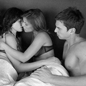 Подборка любительских снимков секса втроём  428545